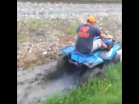 polaris 250 2 stroke 4 wheeler 4×4 mudding